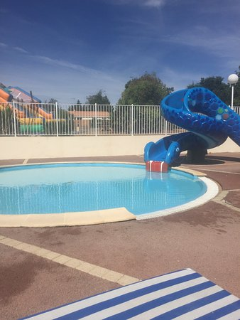 Piscine couverte chauff e d s l 39 ouverture picture of for Camping dordogne piscine couverte