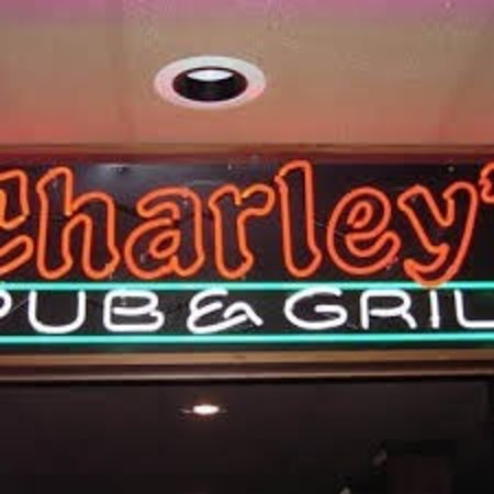 Wyoming, MI: Charley's Pub and Grill