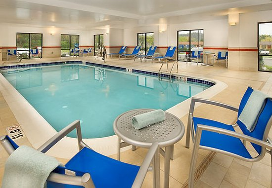 Bridgeport, Virginia Occidental: Indoor Pool & Whirlpool