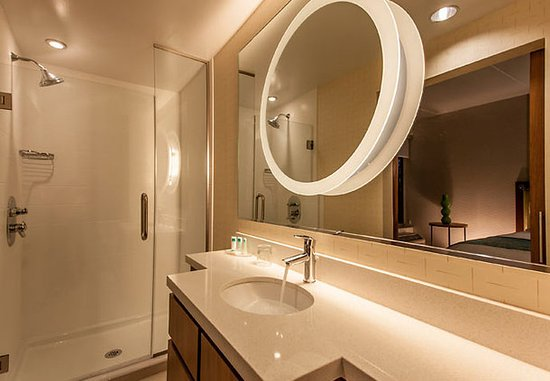 King of Prussia, PA: Suite Bathroom