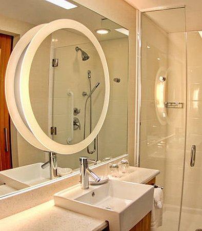 Moosic, Pensilvanya: Suite Bathroom