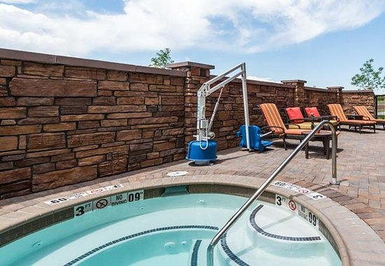 Westminster, CO: Outdoor Spa & Sun Deck
