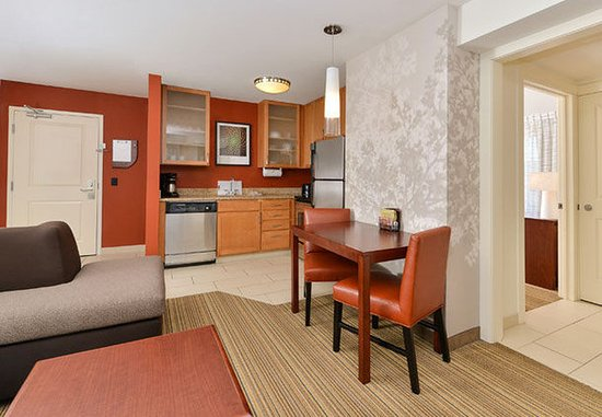 Coralville, IA: One-Bedroom Suite