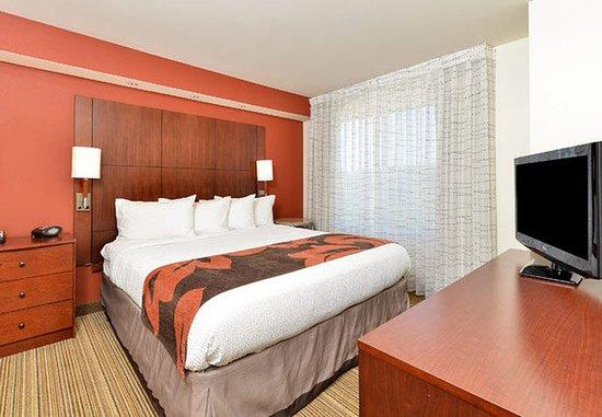 Coralville, IA: One-Bedroom Suite - Bedroom