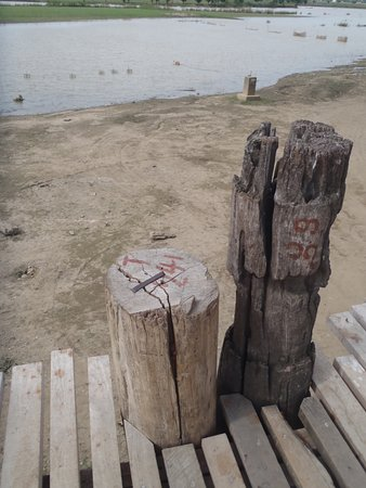Amarapura, Birma: Old and new wooden posts