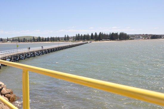Victor Harbor, Australia: Causeway from Granite Island