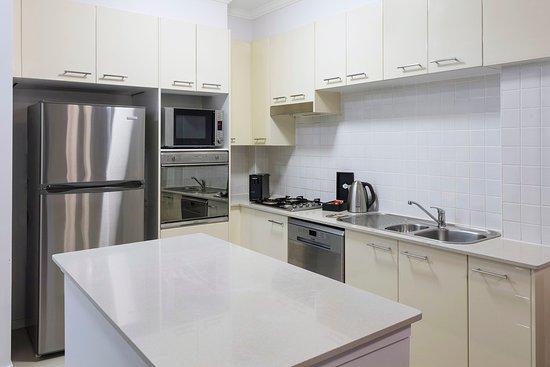 Bondi, ออสเตรเลีย: Harbour Suite With Bedrooms Kitchen