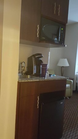 Holiday Inn Express Birmingham/Inverness: k cup coffe maker , microwave , cabinets , there was also a can opener in the drawer.