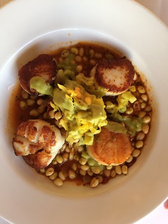 Marina Cafe: Pan-seated Scallops.