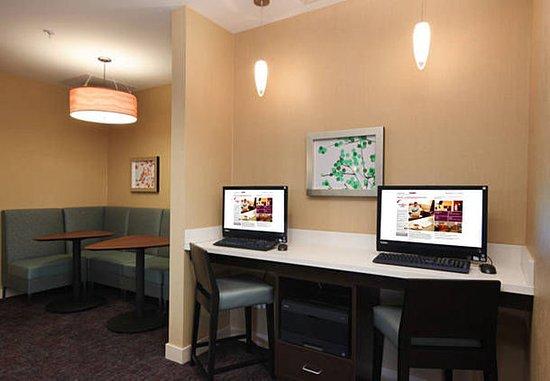 Woodbridge, NJ: Business Center