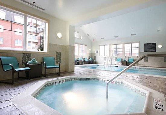 Woodbridge, NJ: Indoor Whirlpool