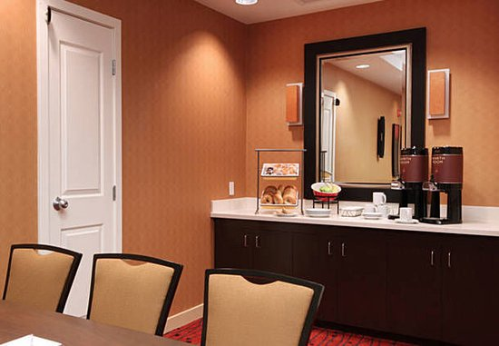 Woodbridge, NJ: Meeting Room Amenities