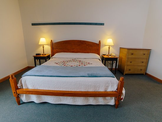 Das Dutch Village Inn: Suite With Tiger Maple King Bed, In Shaker Style