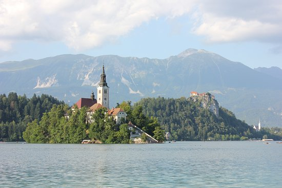 "Garni Hotel ""Berc"": The church in the middle of Lake Bled"