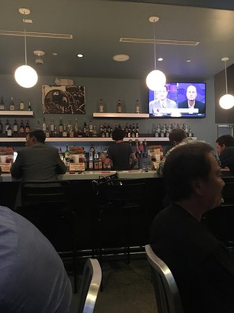 Reston, Wirginia: The bar at The Counter