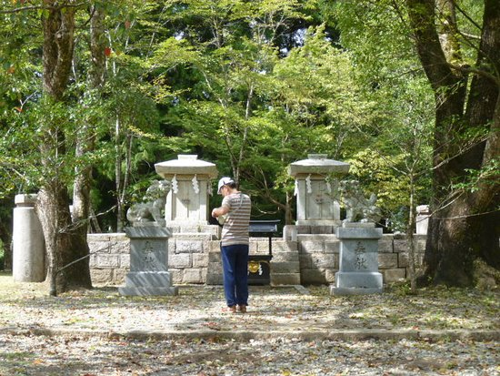 Kinki, Japan: 旧社地・大斎原の中四社・下四社をまつる石造の小祠