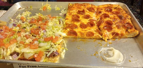 Lewiston, Νέα Υόρκη: steak and cheese pizza and cheese and pepperoni pizza