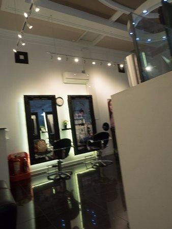 Burton upon Trent, UK: Hairdressers