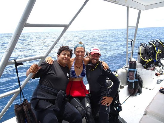 Playa Flamingo, คอสตาริกา: Two of the loveliest instructors at scuba dive costa rica. Full of smiles :-)
