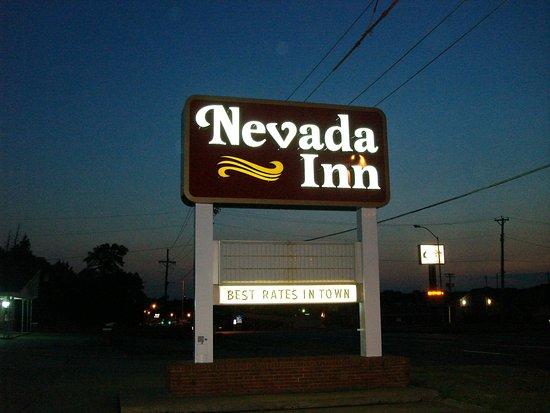 Nevada, MO: Exterior