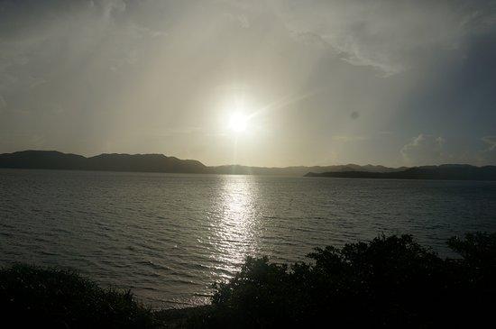 Oshima-gun Tatsugo-cho, اليابان: 部屋から見た朝日です