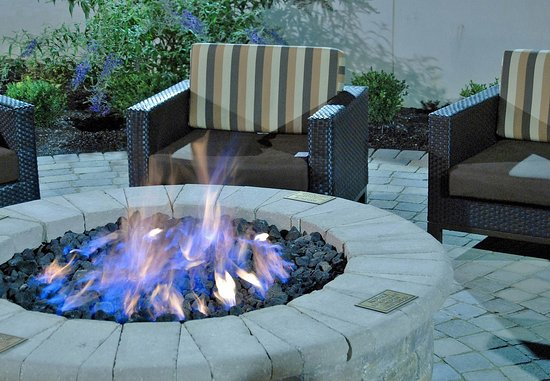 New Albany, Огайо: Outdoor Fire Pit