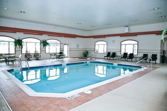 Columbiana, OH: Enjoy our indoor pool and hot tub all year round.