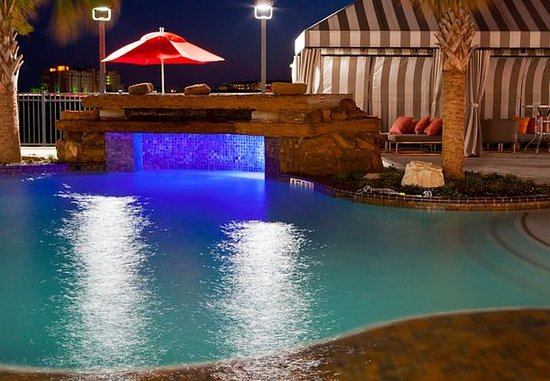 TownePlace Suites Galveston Island: Outdoor Pool Waterfall