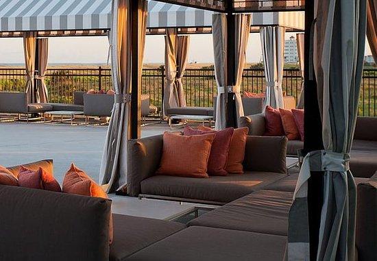 TownePlace Suites Galveston Island: Poolside Cabana
