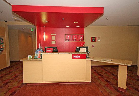 TownePlace Suites Aiken Whiskey Road: Front Desk