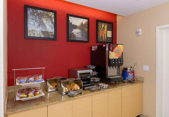 Cheektowaga, NY: Breakfast Buffet