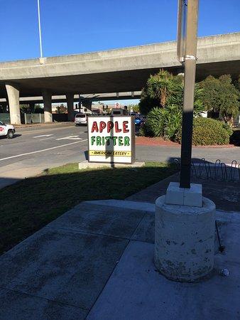 ซานมาเทโอ, แคลิฟอร์เนีย: Apple and blueberry fritters. Extensive menu