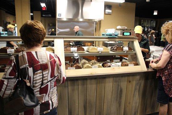 Williamstown, KY: Fresh fudge at the gift shop (still warm)