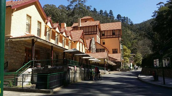 Jenolan Caves, Australia: the main street, with hotel in the background. think i will stay there next time