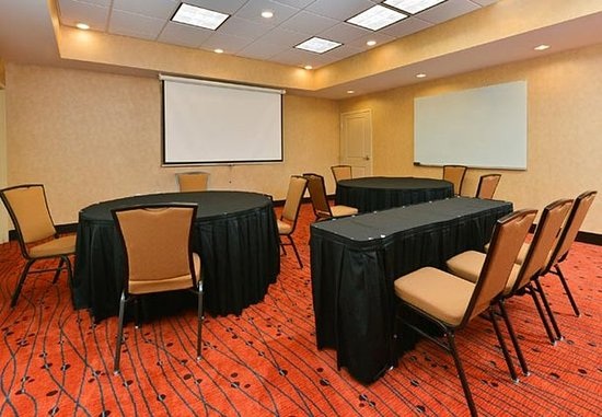 Champaign, IL: Meeting Room – Rounds Setup