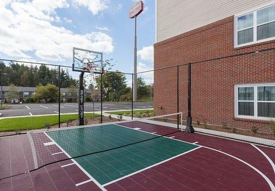Chicopee, ماساتشوستس: Sport Court