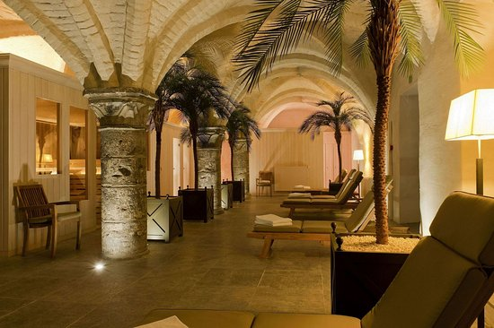 Grand Hotel Casselbergh Bruges: wellness area in 13th century cellars with sauna, steamroom and fitness