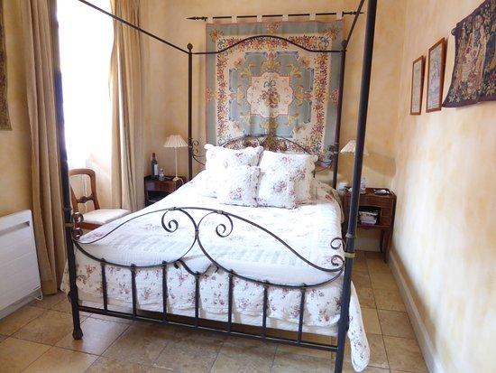 La Lanterne : The Tapestry Room