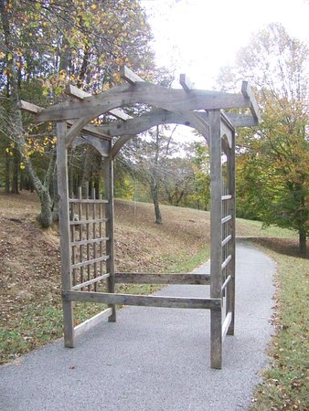 Mountain HomePlace: Arch available for weddings