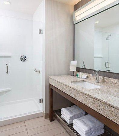 Stafford, VA: Suite Bathroom