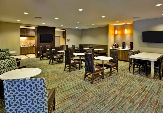 Wilmette, IL: Dining - Seating Area