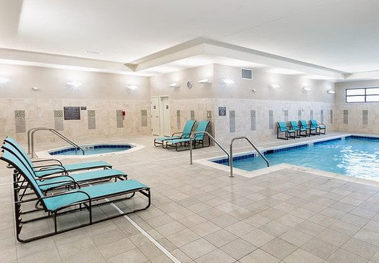 Niles, OH: Indoor Pool & Spa