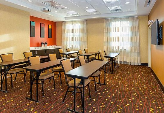 Niles, OH: Conference Room – Classroom Setup