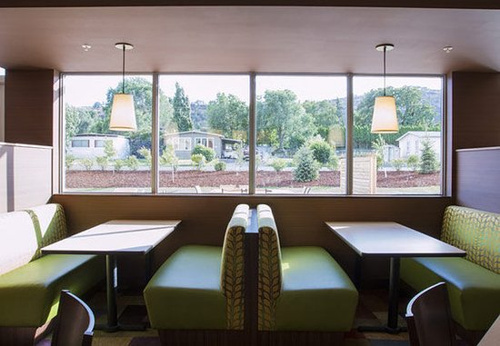 The Dalles, OR: Breakfast Dining Area