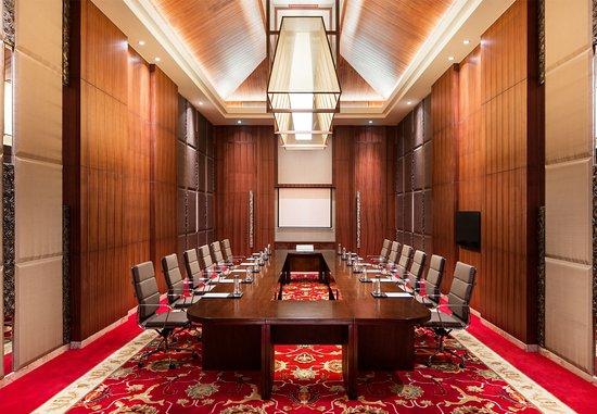 Хайкоу, Китай: Meeting Room – Hollow Square Setup