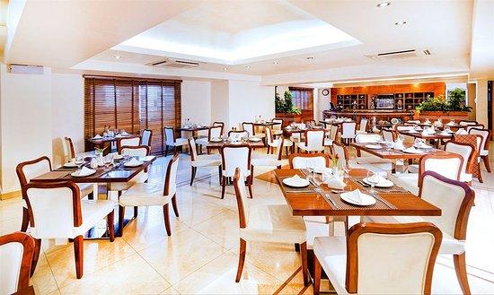 Golden Sands Hotel Apartments: Restaurant