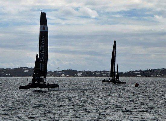 แฮมิลตัน, เบอร์มิวดา: Lucky enough to watch these catamarans practice for the big race