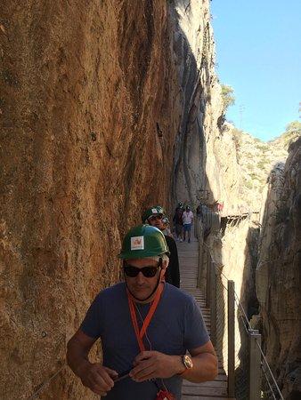 El Chorro, Spanyol: Man bærer hjelm under hele turen