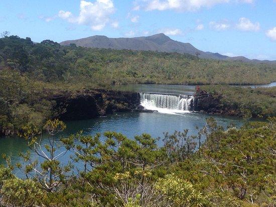 Yate, كاليدونيا الجديدة: Beau point de vue. Site protégé donc baignade et pique-nique interdits.