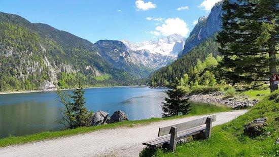 Gosau, Østrig: Atemberaubenden Blick auf den glasklaren See und das Bergpanorama